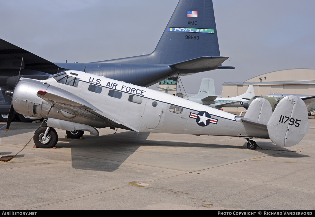 Aircraft Photo of 51-11795 / 11795 | Beech C-45G Expeditor (D18S) | USA - Air Force | AirHistory.net