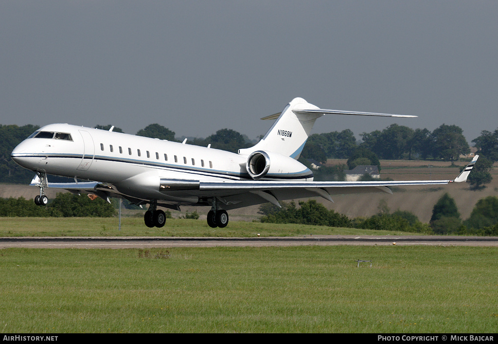 Aircraft Photo of N1868M | Bombardier Global Express (BD-700-1A10) | AirHistory.net #5762