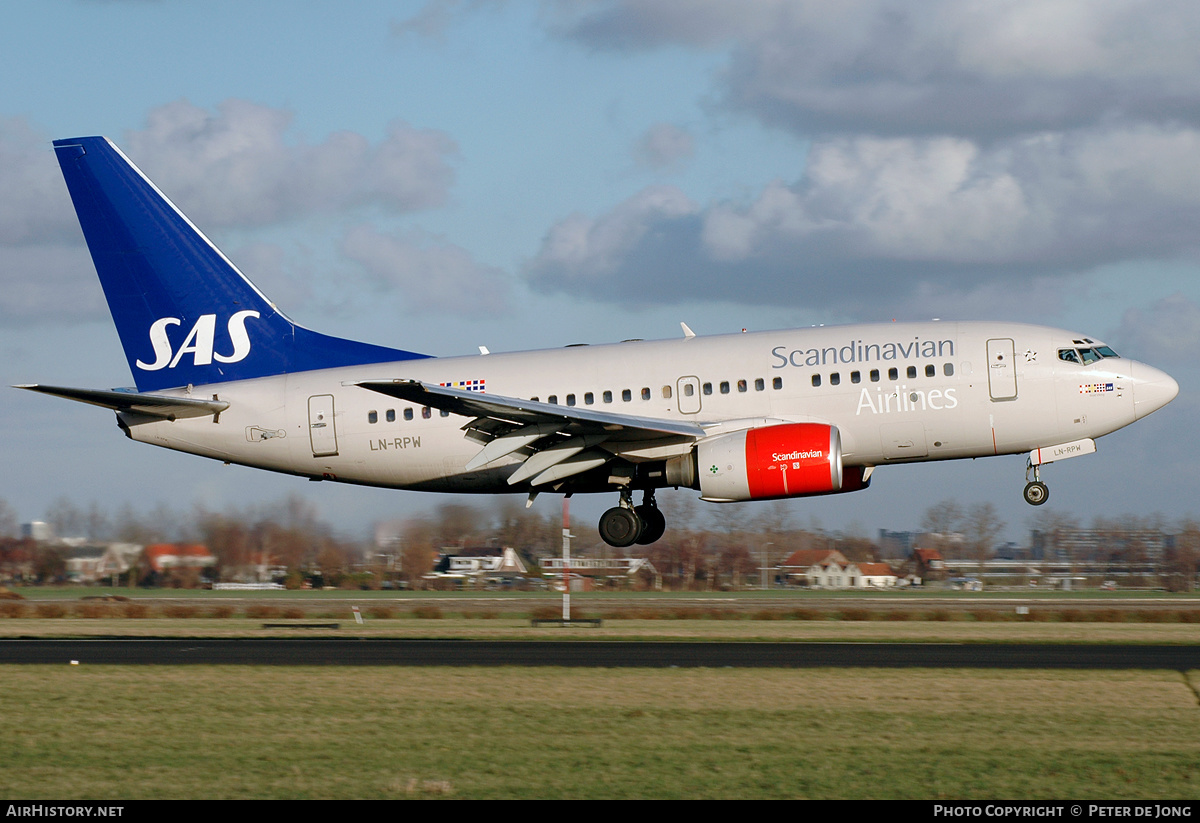 Aircraft Photo of LN-RPW | Boeing 737-683 | Scandinavian Airlines - SAS | AirHistory.net