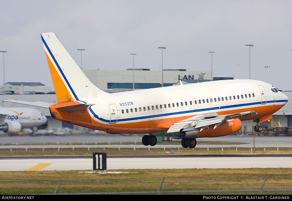 Aircraft Photo of N252TR | Boeing 737-228/Adv | AirHistory.net #42333