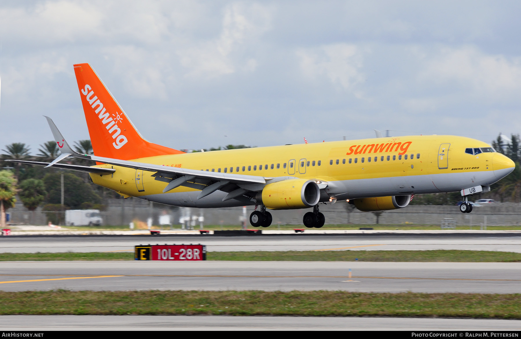 Aircraft Photo of C-FJUB | Boeing 737-8K5 | Sunwing Airlines | AirHistory.net #44273