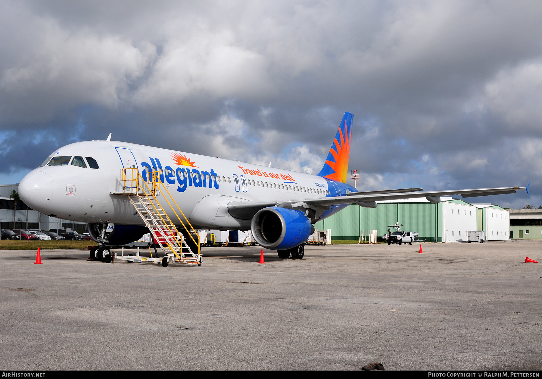 Aircraft Photo of N216NV | Airbus A320-214 | Allegiant Air | AirHistory.net #44328