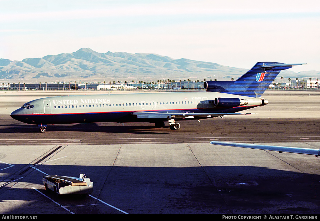 Aircraft Photo of N7269U | Boeing 727-222/Adv | United Airlines | AirHistory.net #44514