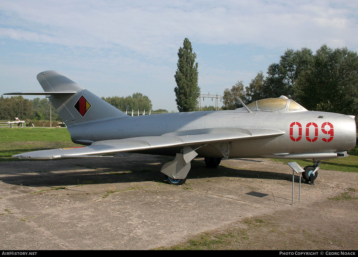 Aircraft Photo of 009 | Mikoyan-Gurevich MiG-17 | East Germany - Air Force | AirHistory.net #45564