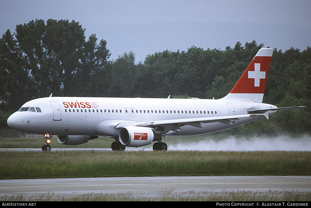 Aircraft Photo of HB-IJJ | Airbus A320-214 | Swiss International Air Lines | AirHistory.net #53337