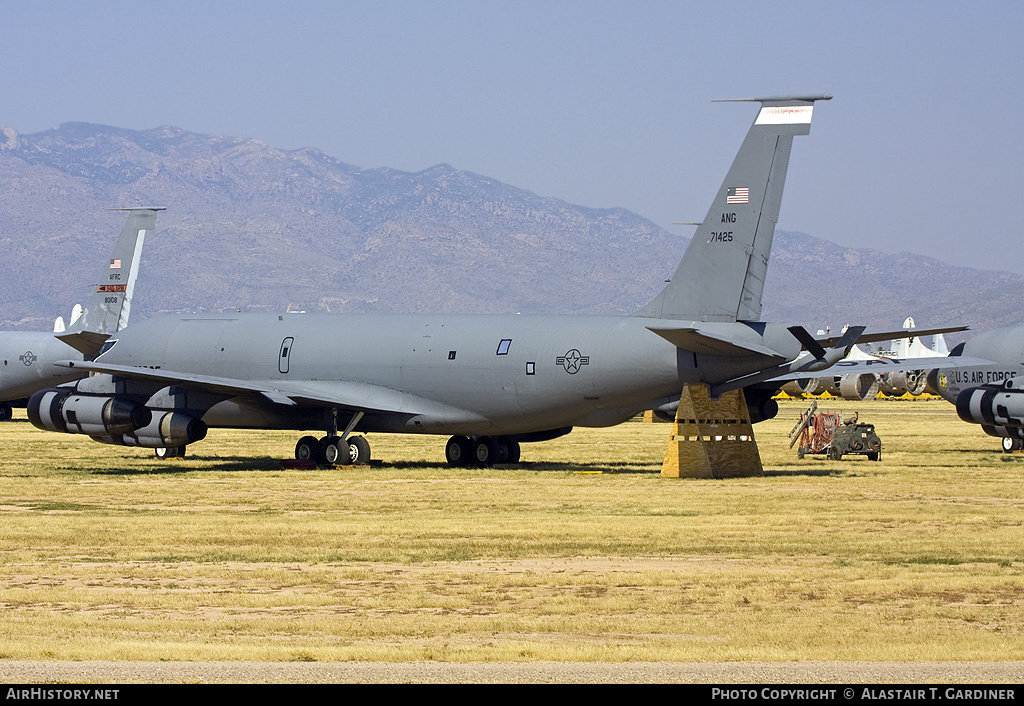Aircraft Photo of 57-1425 / 71425 | Boeing KC-135E Stratotanker | USA - Air Force | AirHistory.net #55540