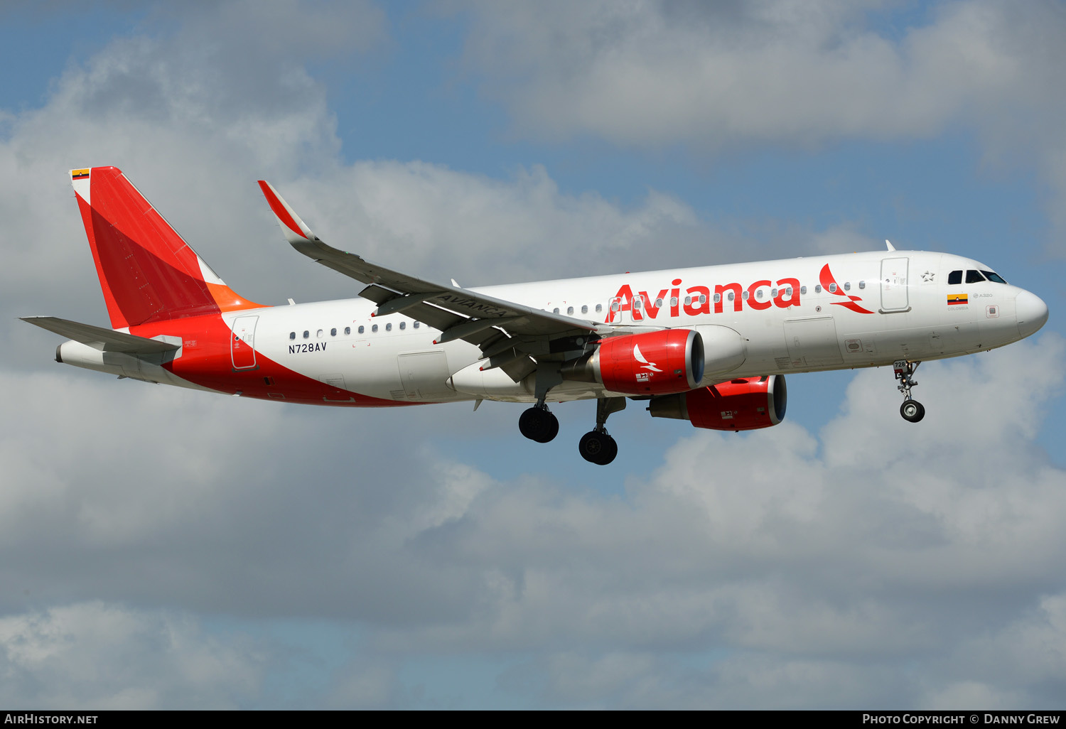 Aircraft Photo of N728AV | Airbus A320-214 | Avianca | AirHistory.net #151866