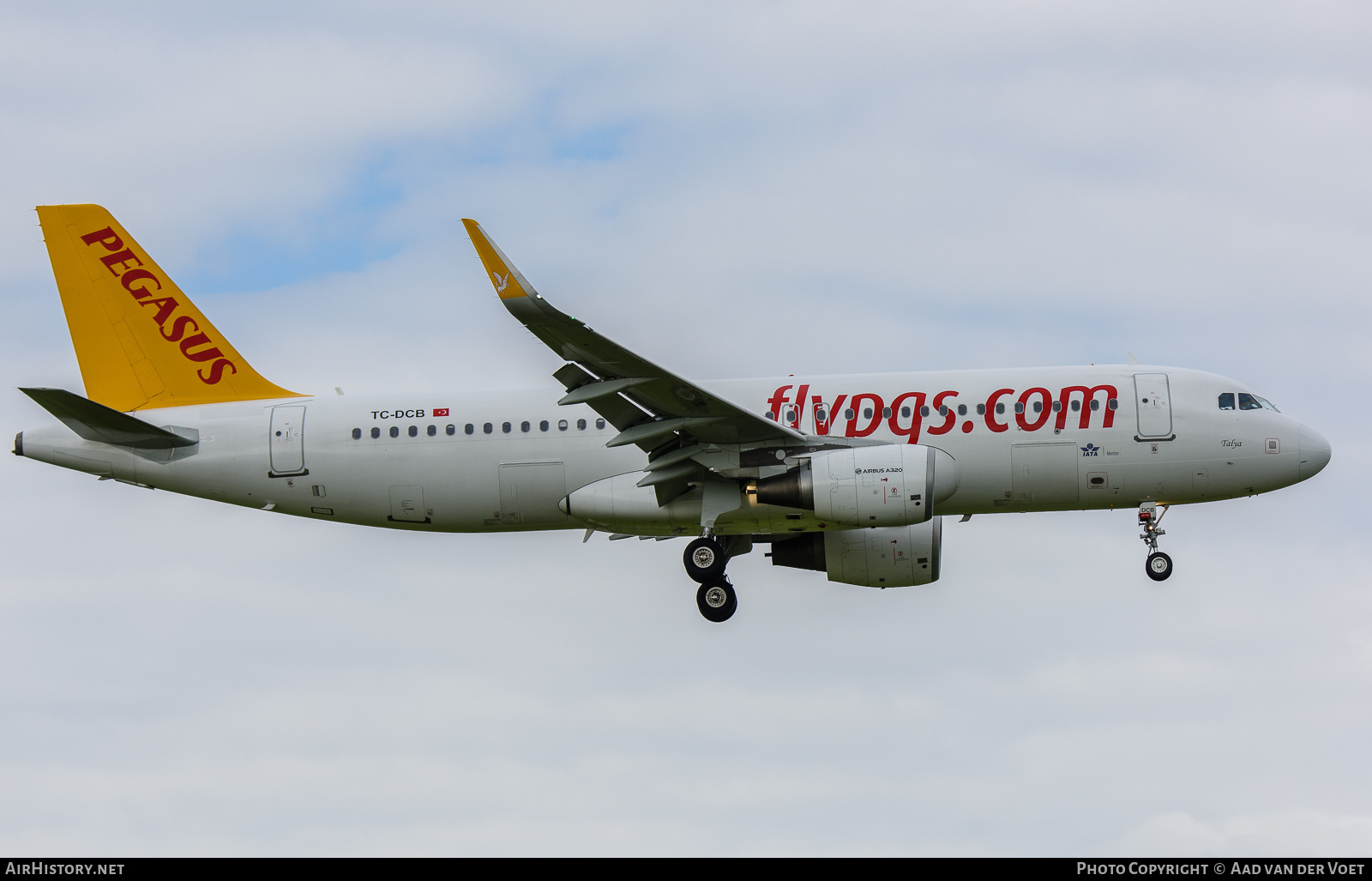 Aircraft Photo of TC-DCB | Airbus A320-214 | Pegasus Airlines | AirHistory.net #226748