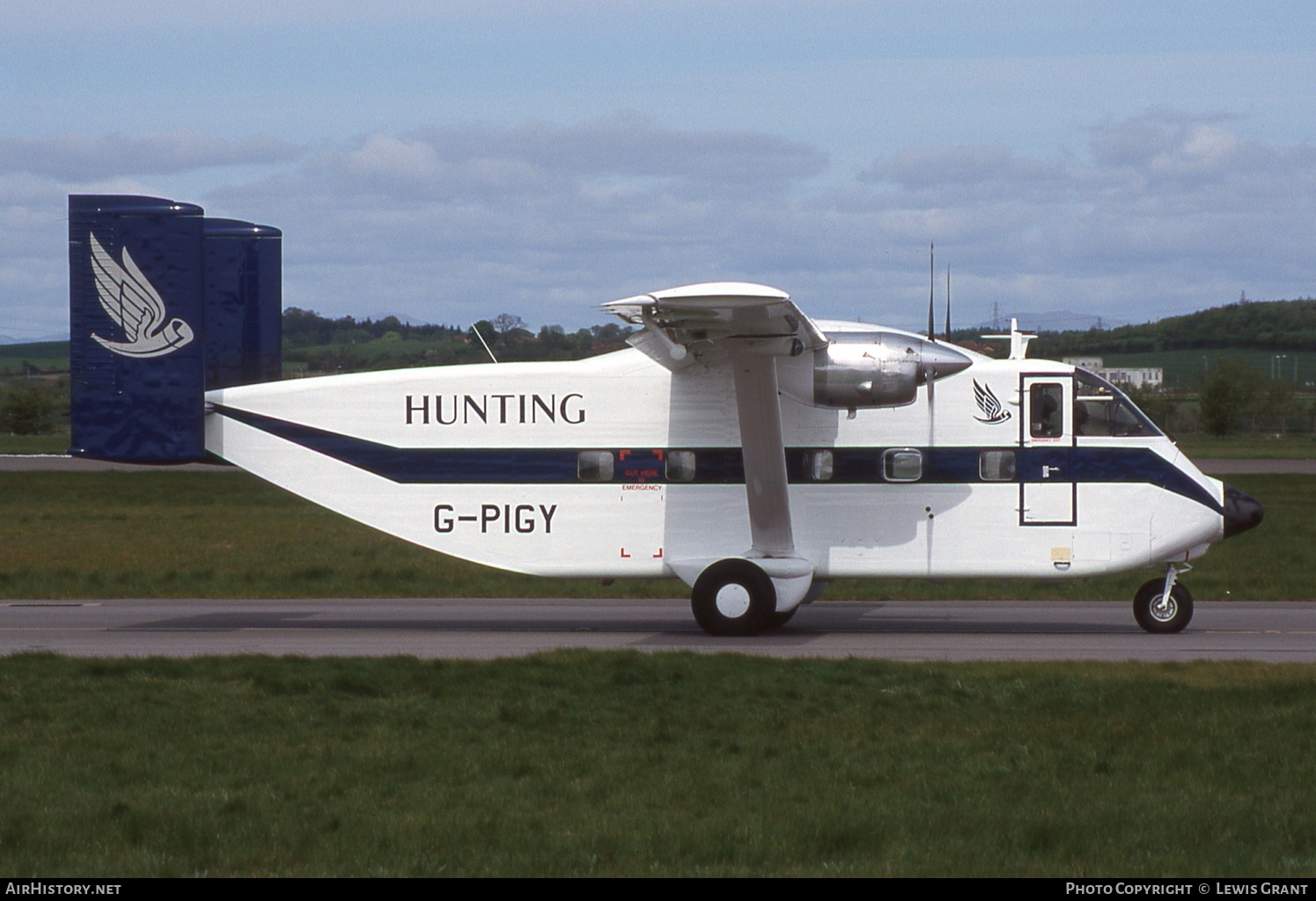 Aircraft Photo of G-PIGY | Short SC.7 Skyvan 3M-400 | Hunting Aviation | AirHistory.net #234146