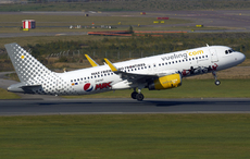 Aircraft photo of EC-MEQ - Airbus A320-232 - Vueling Airlines, taken by Pertti Sipilä at Helsinki - Vantaa (EFHK / HEL) in Finland on 25 September 2017.