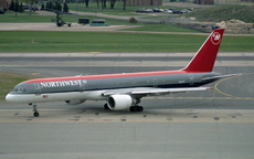 Aircraft photo of N521US - Boeing 757-251 - Northwest Airlines, taken by Pertti Sipilä at Minneapolis / Saint Paul - International / Wold-Chamberlain Field (KMSP / MSP) in Minnesota, United States on 3 May 2004.
