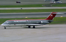 Aircraft photo of N919RW - McDonnell Douglas DC-9-31 - Northwest Airlines, taken by Pertti Sipilä at Minneapolis / Saint Paul - International / Wold-Chamberlain Field (KMSP / MSP) in Minnesota, United States on 24 April 2004.