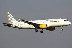 Aircraft Photo of EC-MBE | Airbus A320-214 | Vueling Airlines | AirHistory.net #129826