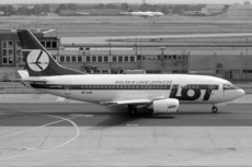 Aircraft Photo of SP-LKB | Boeing 737-55D | LOT Polish Airlines - Polskie Linie Lotnicze | AirHistory.net