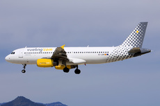 Aircraft Photo of EC-LQN | Airbus A320-232 | Vueling Airlines | AirHistory.net #237593