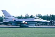 Aircraft Photo of J-224 | General Dynamics F-16A Fighting Falcon | Netherlands - Air Force | AirHistory.net #172198