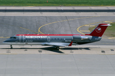 Aircraft Photo of N8475B | Bombardier CRJ-200LR (CL-600-2B19) | Northwest Jet Airlink | AirHistory.net