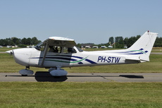 Aircraft Photo of PH-STW | Cessna 172R | AirHistory.net